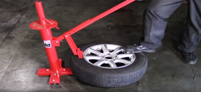 How to remove tire from rim with a machine